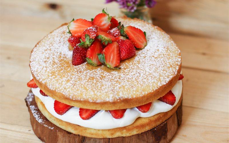 Kết quả hình ảnh cho Victoria Sponge Cake bánh