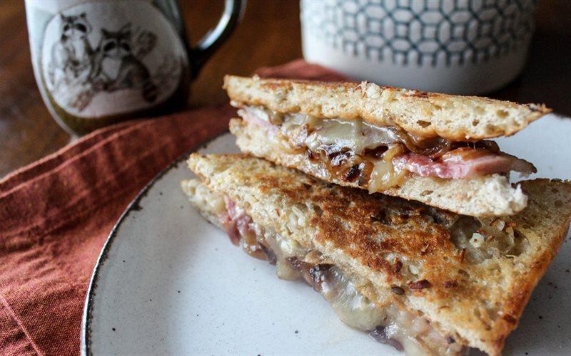 Cách làm Bánh mì phô mai thịt xông khói