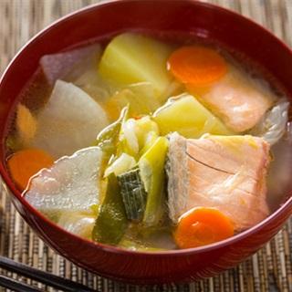 Cách làm canh cá hồi rau củ