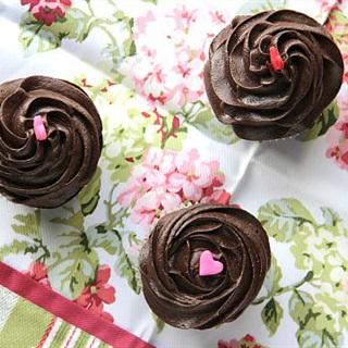 Cách làm Kem chocolate phủ bánh cupcake