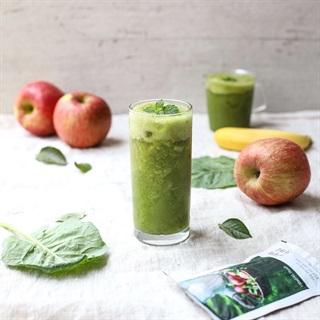 Cách làm sinh tố táo chuối và cải bó xôi
