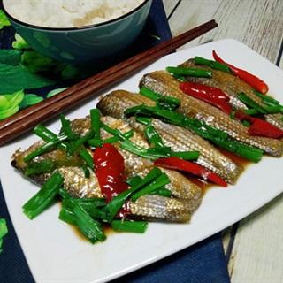 Cách làm cá đối kho dầu hành