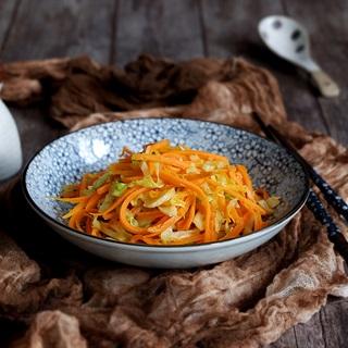 Cách làm cà rốt xào bắp cải