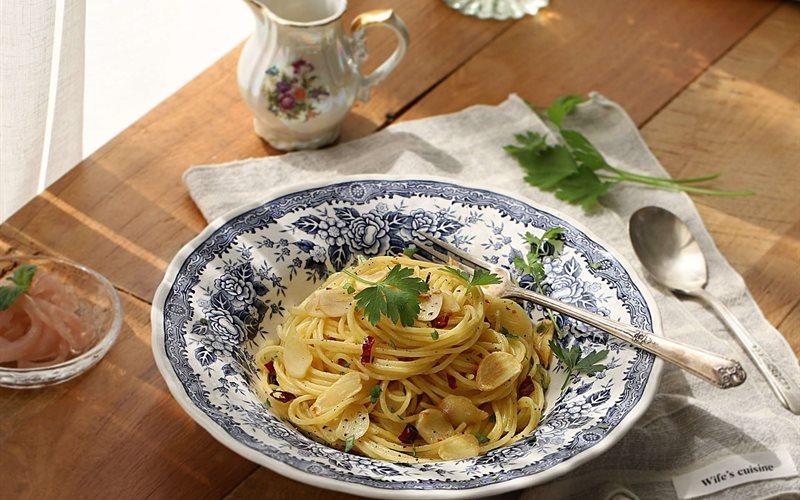 Cách làm mì spaghetti xào tỏi