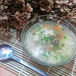 Súp gà xé rau củ