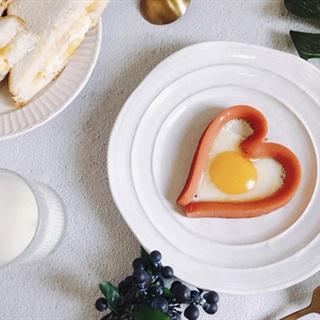 Cách làm xúc xích trứng trái tim