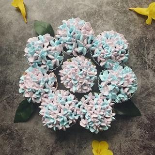 Cách làm Cupcake chocolate hoa cẩm tú cầu