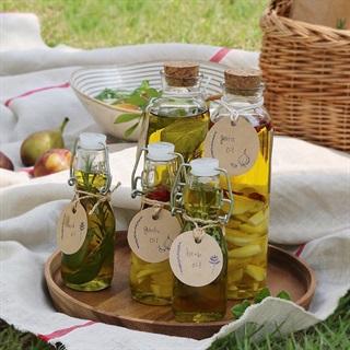Cách làm dầu thảo mộc và dầu tỏi