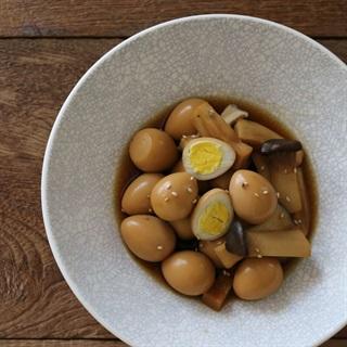Cách làm trứng cút om nấm đùi gà