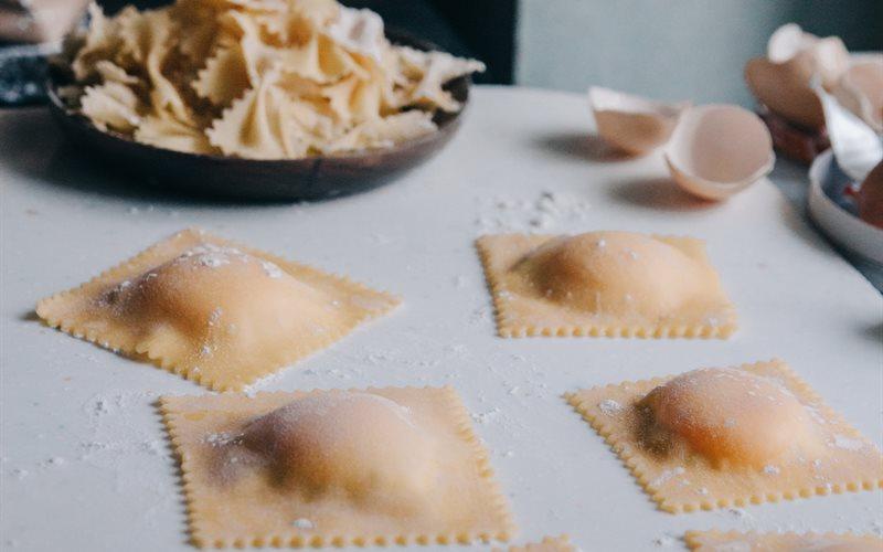 Cách làm Pasta tươi và Ravioli phô mai trứng