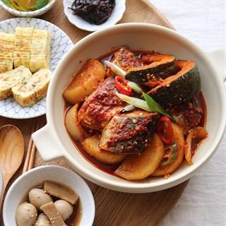 Cách làm cá thu kho củ cải và bí đỏ
