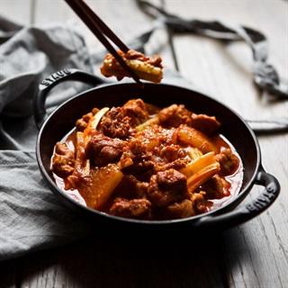 Cách làm thịt kho của cải cay thơm kiểu Hàn