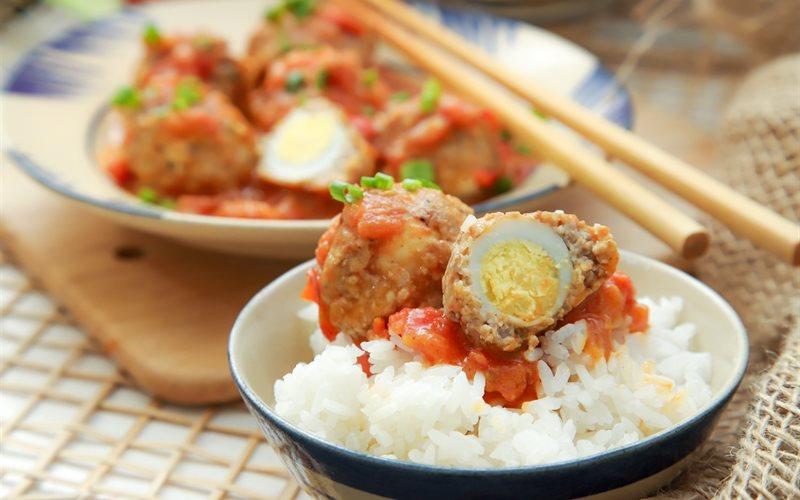 Cách làm Thịt băm bọc trứng cút sốt cà chua phô mai