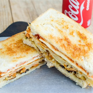 Cách làm sandwich kẹp trứng chiên rau củ