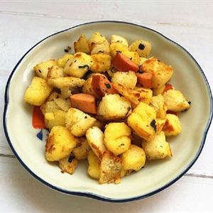 Bánh bao tẩm trứng chiên xúc xích