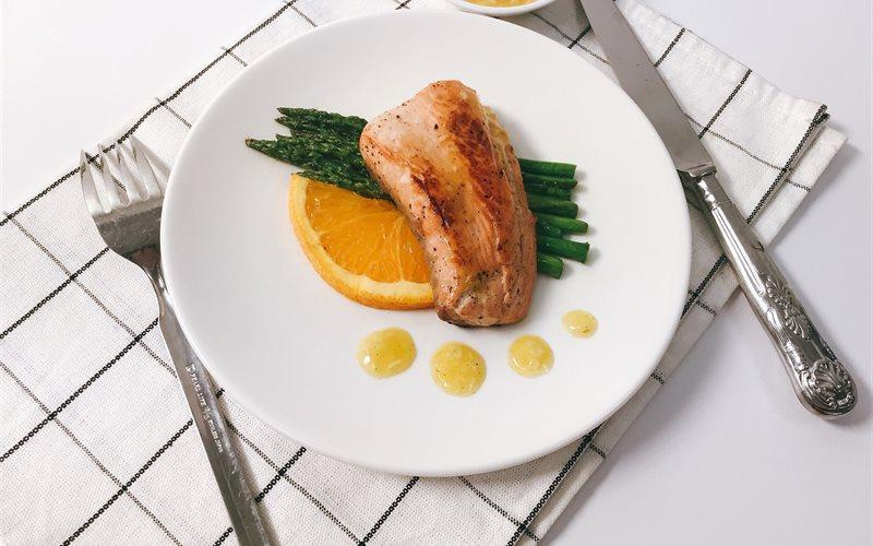 Cách làm cá hồi măng tây sốt cam