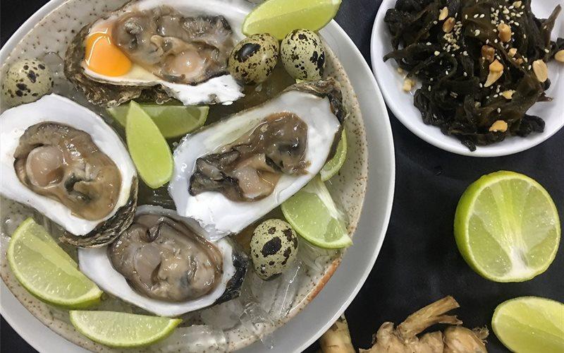 Cách làm Hào trứng cút tái chanh cùng gỏi rong biển mè rang