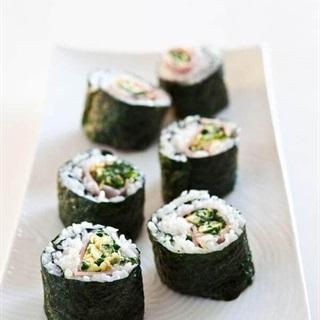 Cách làm Sushi cuộn trứng thịt nguội
