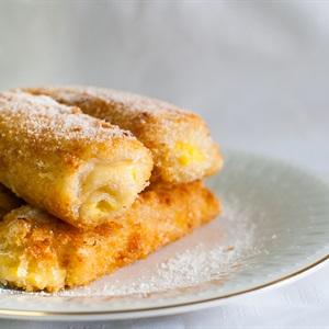 Bánh tráng cuộn sầu riêng