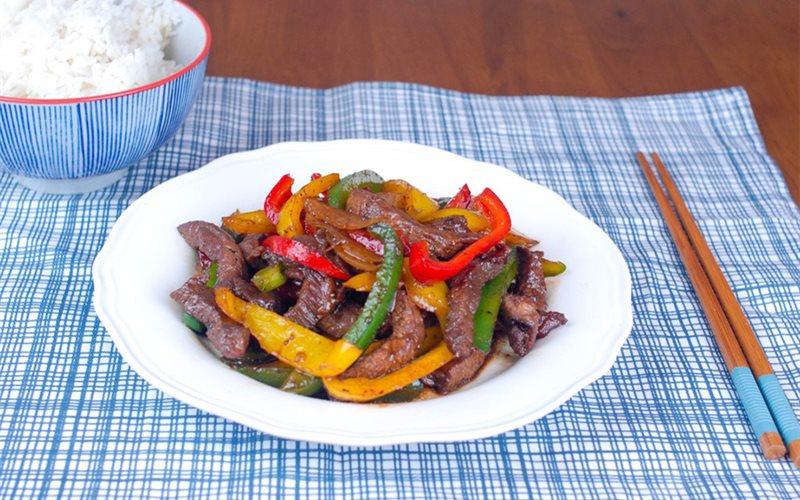 Cách làm thịt bò xào ớt chuông giòn ngon