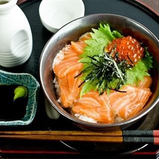 Cách làm cơm sashimi cá hồi
