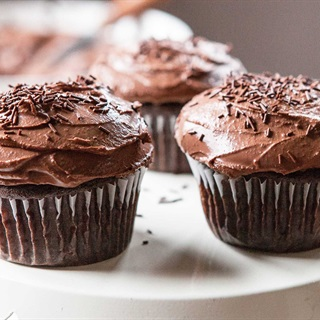 Cách làm Kem chocolate phủ bánh