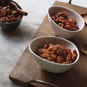 Hạt hồ đào sốt caramel