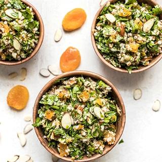Cách làm salad ngò hạnh nhân đào