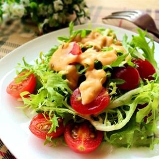 Cách làm salad cà chua và xà lách Frise
