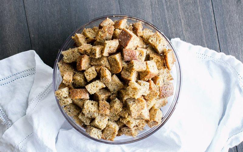 Cách làm Snack bánh mì nướng rau mùi