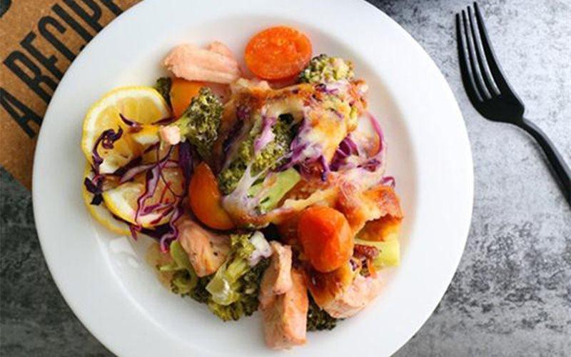 Cách làm cá hồi rau củ phô mai đút lò