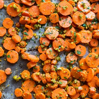 Cách làm Cà rốt nướng hạt dẻ cười