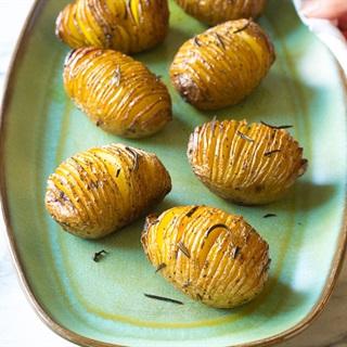 Cách làm Khoai tây nướng tỏi và lá hương thảo