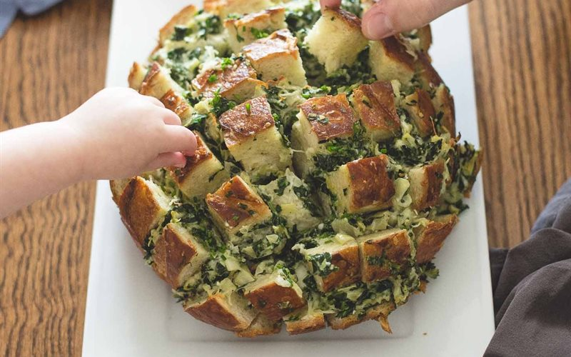 Cách làm Bánh mì nướng cải bó xôi và phô mai