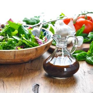 Cách làm Sốt giấm đen trộn salad kiểu Ý