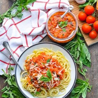 Cách làm Sốt cà chua húng quế cho Pasta