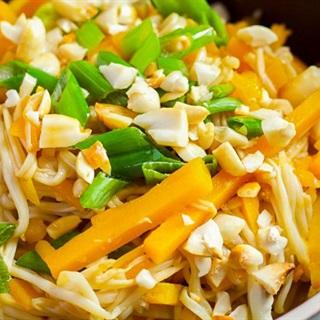 Cách làm Salad nấm kim châm bí đỏ