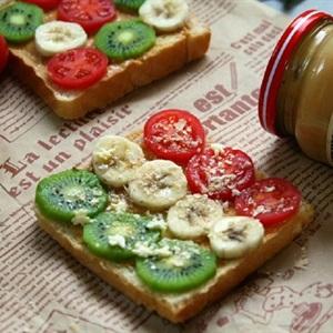 Bánh mì sandwich bơ đậu phộng và trái cây