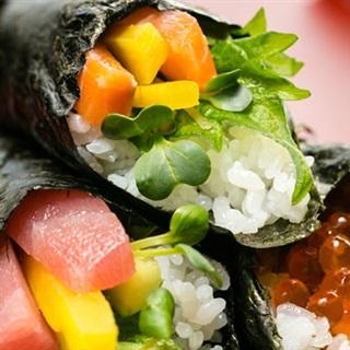 Cách làm Temaki sushi cuộn