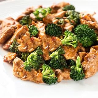 Cách làm Thịt gà xào bông cải tương ngọt