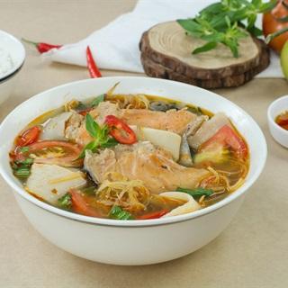 Cách nấu Canh măng chua đầu cá hồi