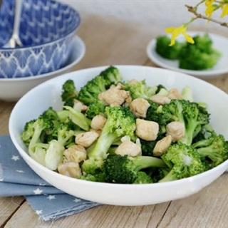 Cách làm ức gà xào bông cải xanh