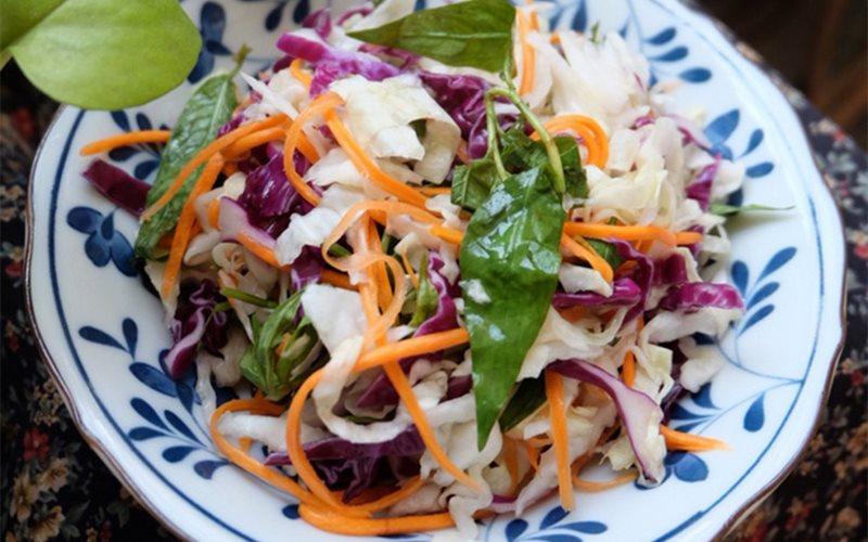 Cách làm Dưa muối bắp cải cà rốt rau răm