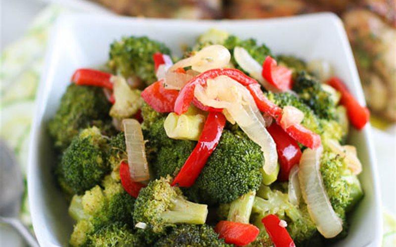 Cách làm Bông cải xanh nướng hành tây ớt chuông
