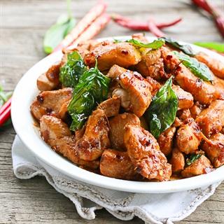 Cách làm Thịt gà xào húng quế