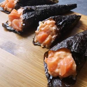 Temaki cá hồi - Sushi cuộn hình nón nhân cá hồi