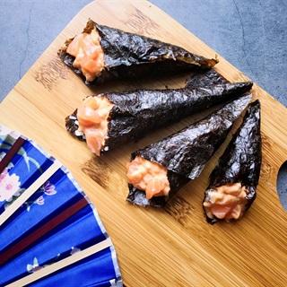 Cách làm Temaki cá hồi - Sushi cuộn hình nón nhân cá hồi