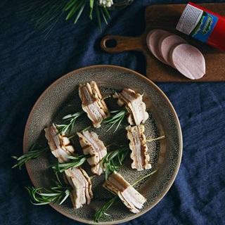 Cách làm Bánh mì kẹp thịt nguội hương thảo