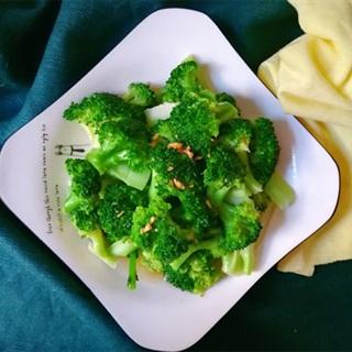 Cách làm bông cải xanh xào tỏi ăn kiêng