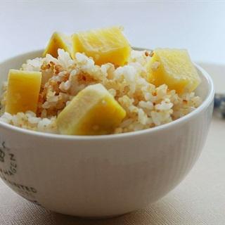 Cách nấu cơm khoai lang hạt diêm mạch